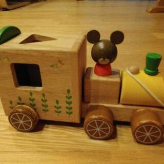 木製列車のおもちゃ