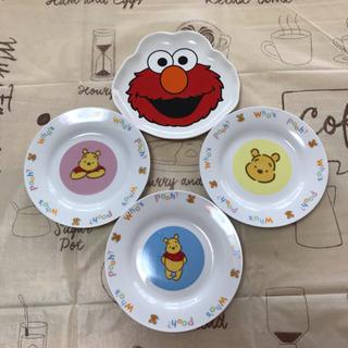 キャラクターのお皿 4枚