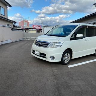 美倉町駐車場、セレナ置ける駐車区間大きいです。
