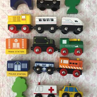 BRIO 木製レール 電車、機関車、パトカー他
