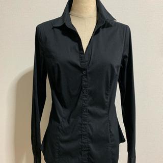 黒のYシャツ