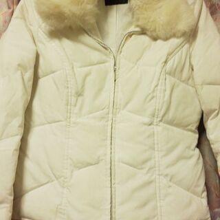 襟ファー付き、白の中綿ジャケット M