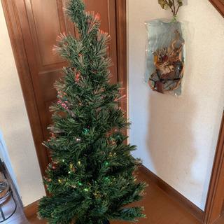 光るクリスマスツリー