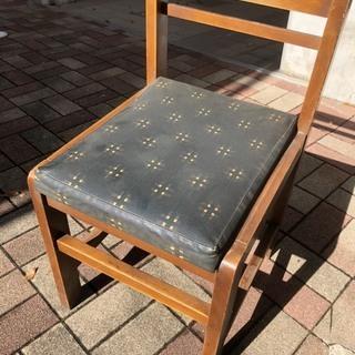 【引取限定】12脚あります。 定食店の椅子