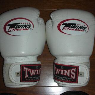TWINSキックボクシンググローブ4ozマジックテープ式 白+オマケ