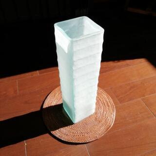 高さ40センチほどの花瓶