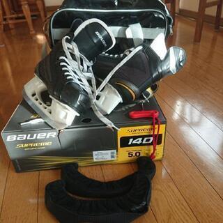 アイスホッケーの靴 BaueR supreme 140 JR 5.0