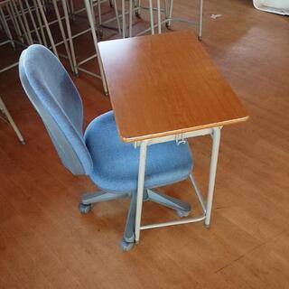 開業支援! KOKUYO学習机 2号サイズ 事務椅子 各20台