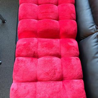 赤のリクライニング座椅子