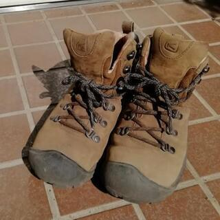 KEENの登山靴(レディース)