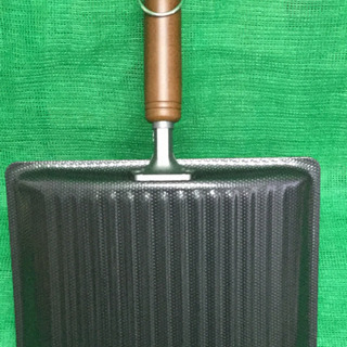 未使用品 くるくるエッグパン 両面エンボス加工   幅22.8  奥行32  高さ8  (cm) 玉子焼き フライパン - 生活雑貨