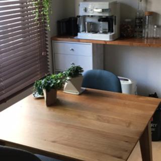 テーブルと椅子2脚セットです!