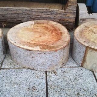 盆栽や植木鉢置き、薪割り台などに。広葉樹ケヤキのスライス丸太。茨...