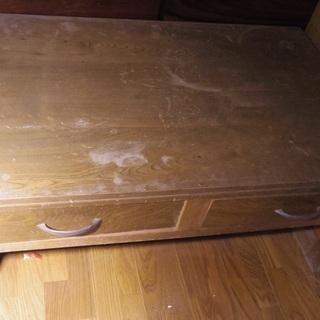 低い 古い 昔の机です。