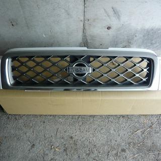 直接引取りのみ! 日産 テラノ KHTR50 フロントグリル