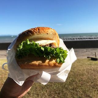 用宗海岸でバーガーを食べる!