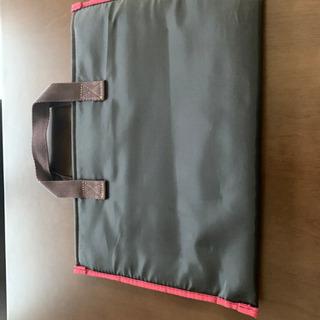 ビジネスバッグ付属のノートPCバッグ