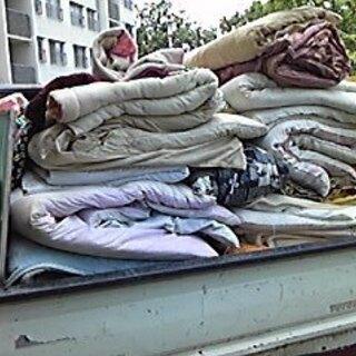 処分にお困りの布団回収いたします。大量割安