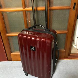 カンゴールのワインレッドのかっこいいスーツケース