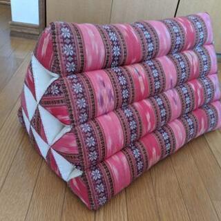 【お値下げしました】タイの三角枕☆