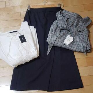 URBAN RESEARCHのスカートと白のブラウスとチェックの上着