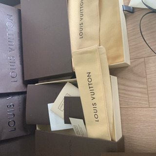VUITTON 空き箱紙袋大小様々備品付き