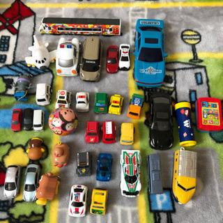 車、アンパンマンのおもちゃ