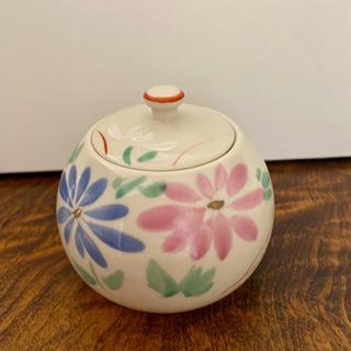 【美品】お花柄の蓋付小壺