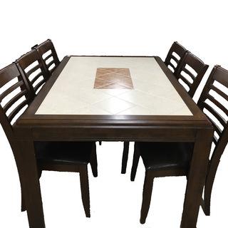 おしゃれなダイニングテーブルのご紹介です!