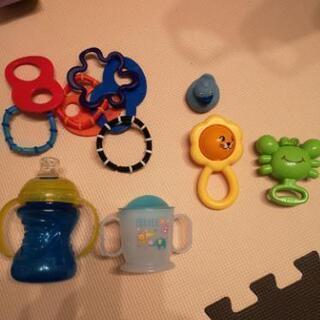 ベビー用マグ2種類とおもちゃ