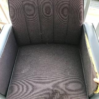 椅子です。良かったらどうぞもらってください。