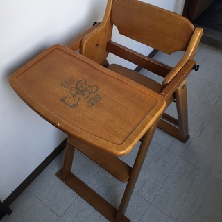 子供用 椅子  木製だから温かみのある椅子です。
