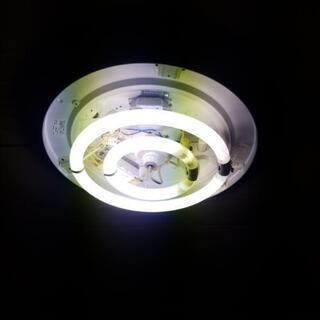 都内に移動しました 照明 カバーなし 電球つき