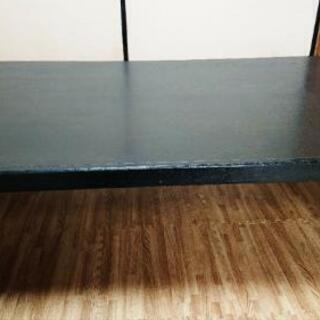 黒いテーブル