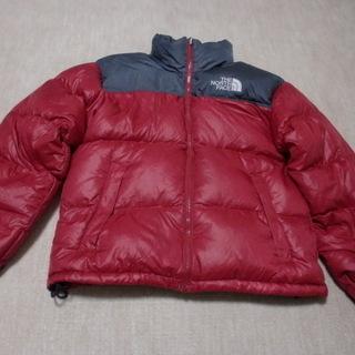 本物 THE ノースフェイスの赤黒ダウンジャケットです