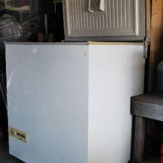 冷凍庫さしあげます。