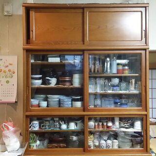 中古カリモク食器棚