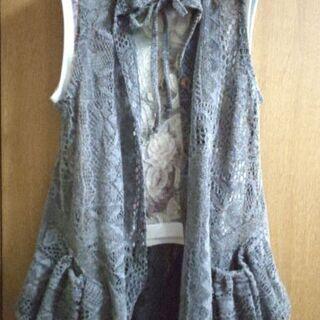 ノースリーブ花柄トップス & 裾とポケットが可愛いグレーの透かし...