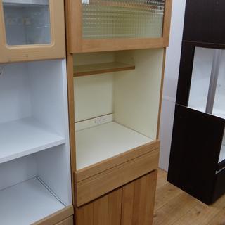 末次家具のレンジ台付の食器棚です。