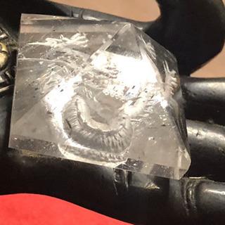 新品:手彫り龍彫り水晶ピラミッド