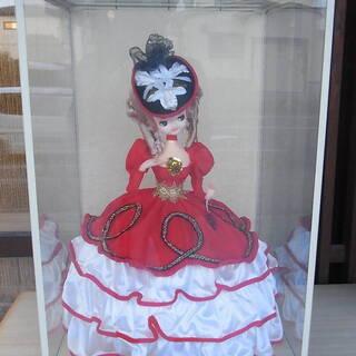大きなポーズ人形 ガラスケース入り