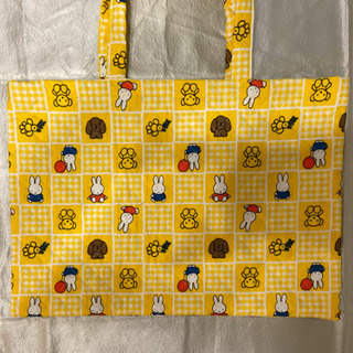 ハンドメイドの黄色いバッグ