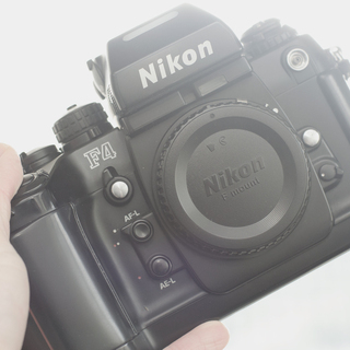 Nikon F4 プロ一眼レフフィルムカメラ