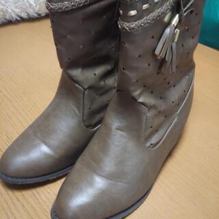 新品未使用のブーツ