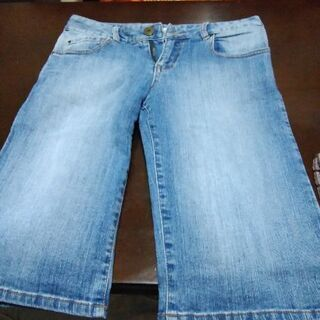 ジーンズの半ズボン