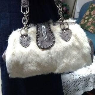 ファーのついたバッグ