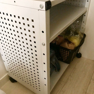 置物棚と収納箱