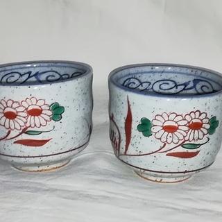 陶芸家/小澤順一作鮮やかな色と軽妙な絵柄の湯呑2客