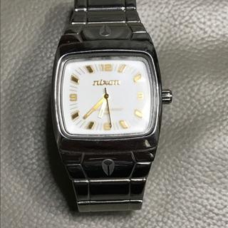 ニクソンの腕時計