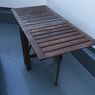 アウトドアリビングにぴったり IKEA ÄPPLARÖ テーブル...